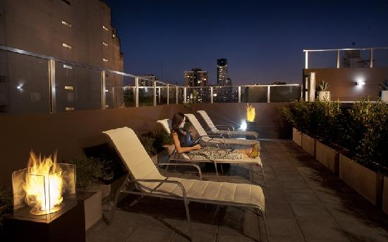 Palermo Tower by P Hotels: Pool al night