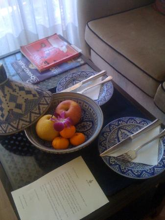 Sheik Istana Hotel: Fruit bowl