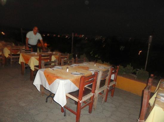 Xocolatl Fajitas Salad & Grill: Patio seating area 