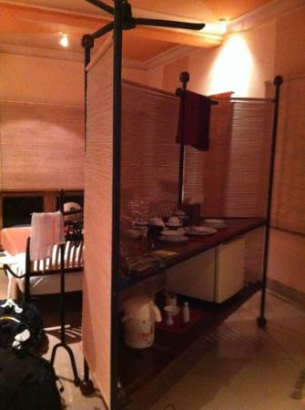 Beau Rivage Mekong Hotel: Zimmer mit kleiner Küche