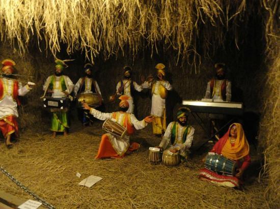 Melody World Wax Museum: Panjabi folk dane