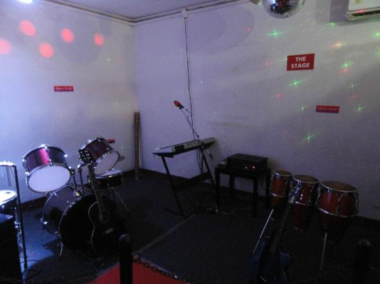 Melody World Wax Museum: Instruments kept if you want to play
