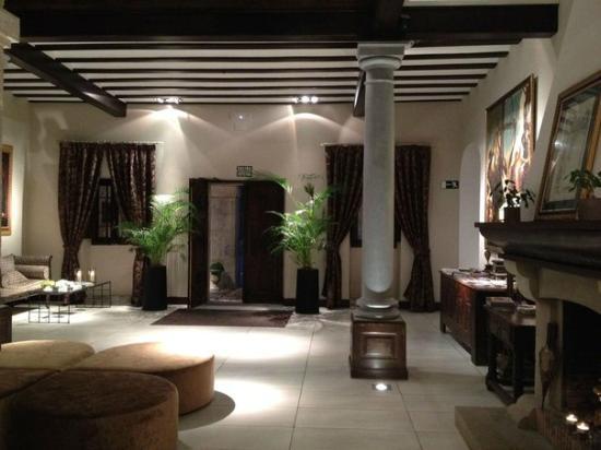 Iriarte Jauregia Hotel: лобби