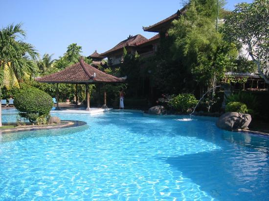 Matahari Bungalow Bar & Restaurant: Matahari Bungalows Pool + Pool Bar