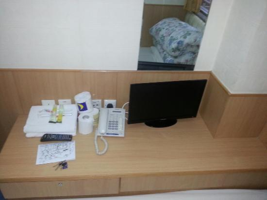Lee Garden Guest House: Simple set up. No cable channels available though.