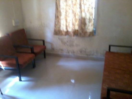 MTDC Holiday Resort Mahabaleshwar: Room wit sofa, cupboard