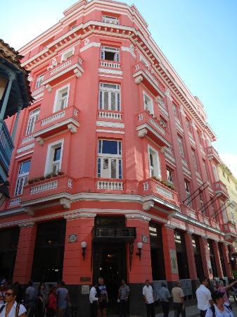 Great Bar Tender Picture Of Hotel Ambos Mundos Havana