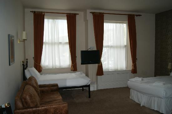 The Old Colonial: Standard Family Room