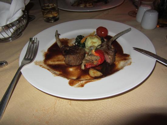 Katathani Phuket Beach Resort: La Scala - Lamb shanks Delicious!