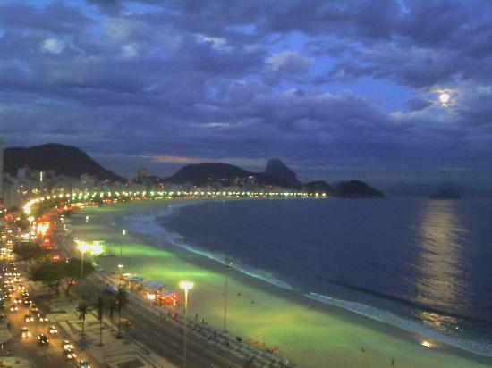 Rio Guest House ( Marta's Guest House): A view from the balcony with full moon