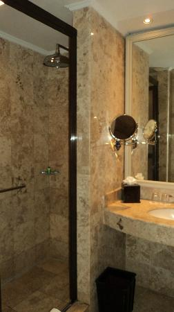 The Phoenix Hotel Yogyakarta - MGallery Collection: bathroom