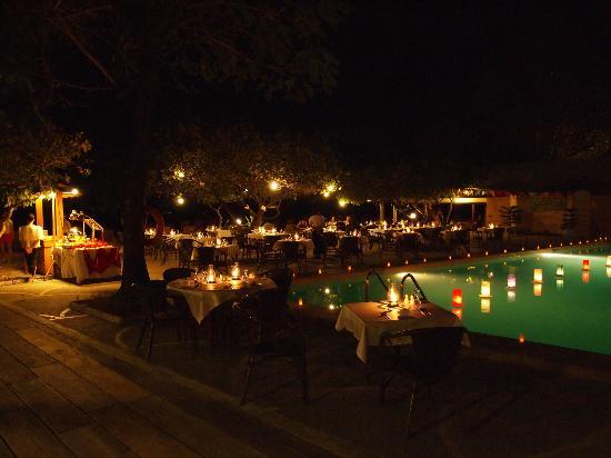 Club Paradise Palawan: Poolside dinner