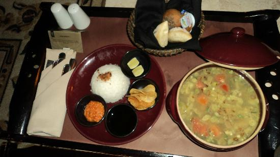 The Phoenix Hotel Yogyakarta - MGallery Collection : room service (soto)