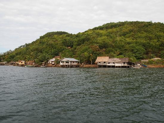 El Rio y Mar Resort: Nearby fishing village