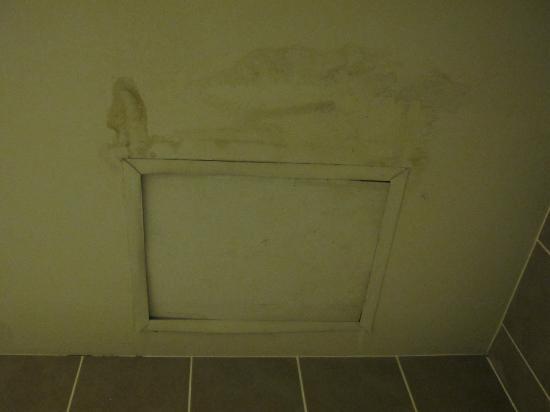 Aonang Goodwill: techo baño