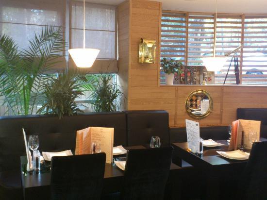 Cafe Hemingway Vake, Round Square