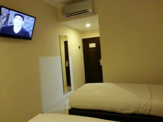 Hyper Inn: twin bed