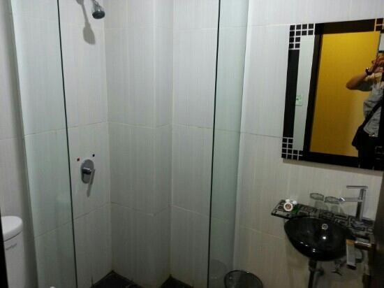 Hyper Inn: clean bath room