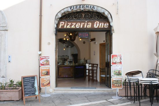 ‪PIZZA ONE Fast Food Assisi‬