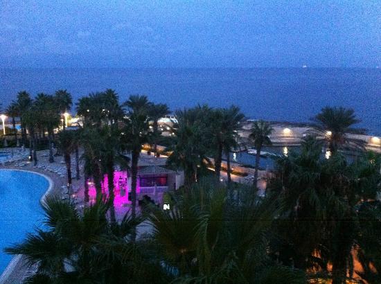 Hilton Malta: vue de la chambre le soir