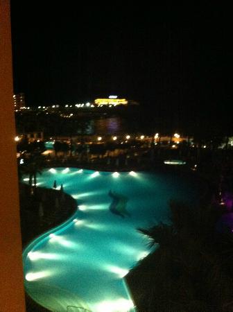 Hilton Malta: la pisicne à la nuit tombée