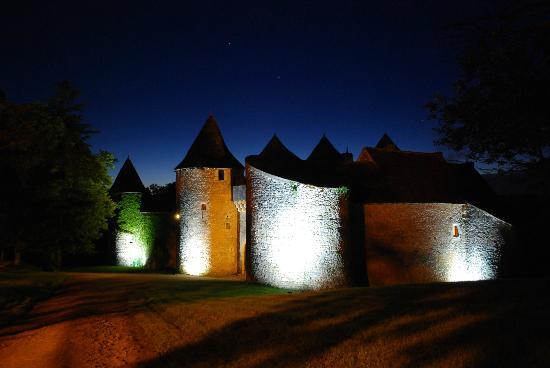 Chateau de Forges: nuit