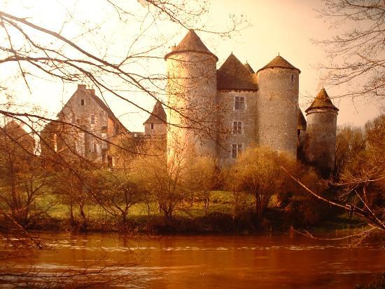 Chateau de Forges: vu de la rivière