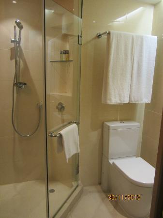 Butterfly on Prat: Clean bathroom