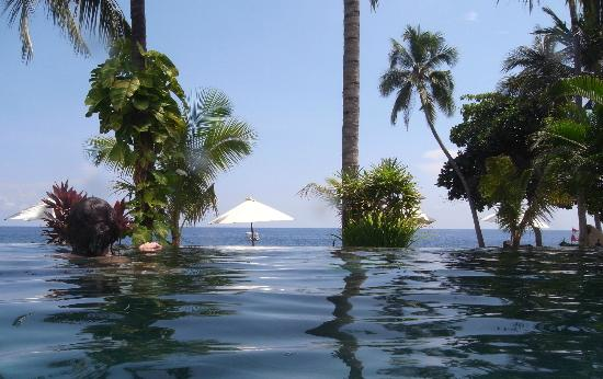 Alam Anda Ocean Front Resort & Spa: The pool