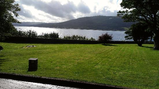 Knockderry House Hotel: view of the loch