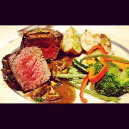 Cafe Amano: filet mignon with port wine reduction