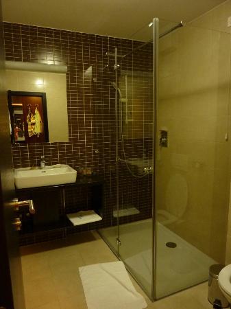 Hotel Jarun: bathroom
