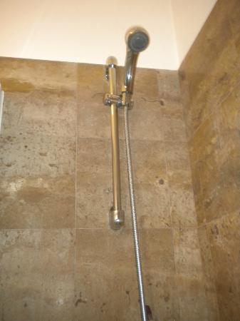 Hotel delle Province: comoda la doccia, e la vasca, con box