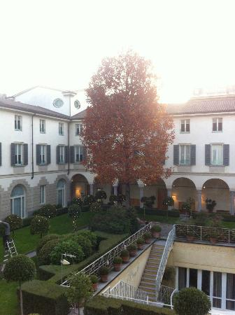 Four Seasons Hotel Milano: Four Seasons Milano, courtyard (cloister)