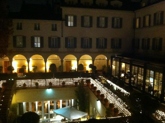 Four Seasons Hotel - Milano: Four Seasons Milano, courtyard at night