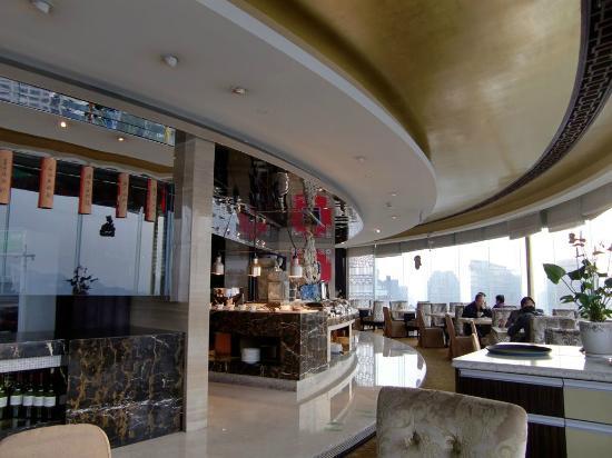 Friendship Hotel Hangzhou: 最上階の回転レストランで朝食。メニューも豊富。味もなかなか。