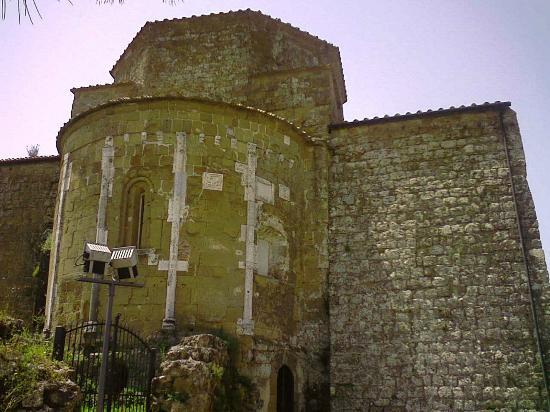 Duomo di Sovana - Cattedrale di San Pietro e Paolo: l'abside visto da fuori