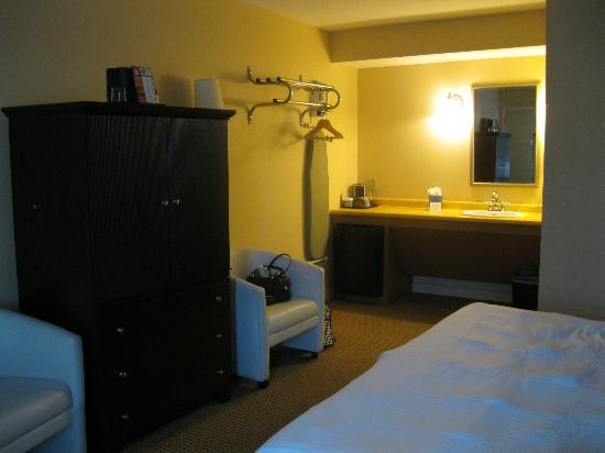 The Thunderbird Inn: Room