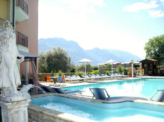 Residence Segattini: La piscina