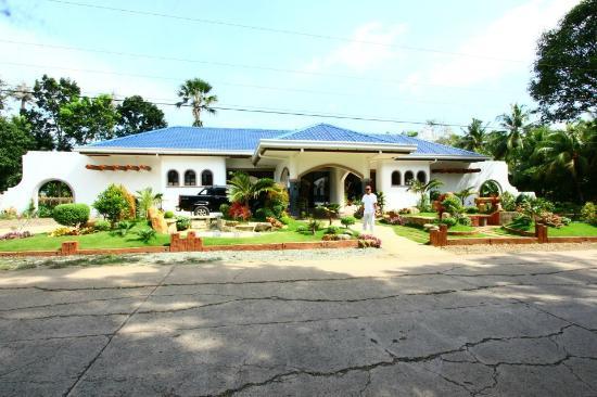 El Cielo Mansion: FRONT VIEW