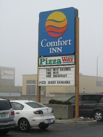 Comfort Inn Toronto Airport : Sign