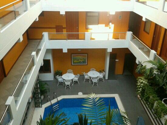 Victoria Regia Hotel & Suites: 4th floor view of the pool.
