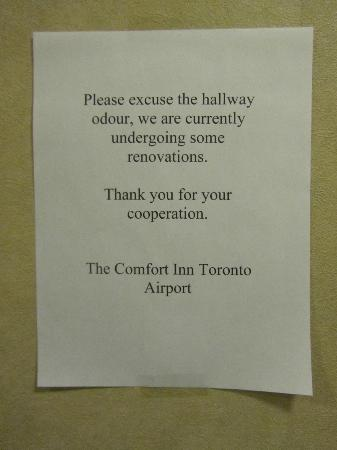 Comfort Inn Toronto Airport: Sign for smell