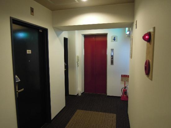 Super Hotel Tokyo Akabane: エレベータホール