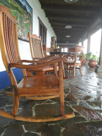 Villa Blanca Cloud Forest Hotel and Nature Reserve: Porch of the hotel