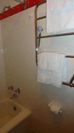 ทัชสโตนโฮเต็ล - ซิตี้เซนเตอร์: Clean bathroom