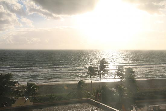 Hollywood Beach Resort Cruise Port Hotel: Sunrise taken from my bedroom