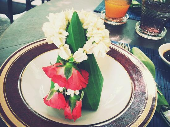 SSIP Boutique Dhevej Bangkok: SSIP Thai Breakfast - Chicken & Rice in Banana Leaf