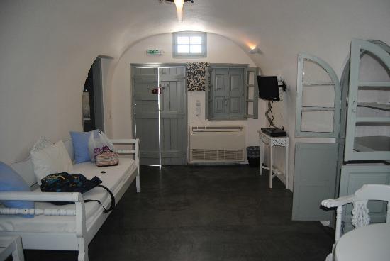 Armeni Village Rooms & Suites: hall