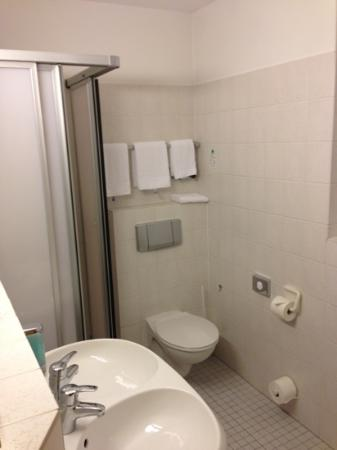TOP CCL Hotel Essener Hof: bathroom very clean